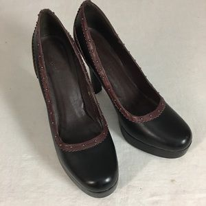 COLE HAAN BLACK AND BROWN LEATHER HEELS SIZE 10